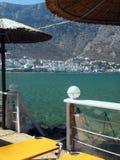 Sifnos, ciudad del puerto de Grecia de Kamares en la isla de Cícladas del Griego adentro Foto de archivo