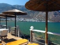 Sifnos, ville de port de la Grèce de Kamares sur l'île de Cyclades de Grec dedans Images stock