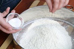 Sifting a flour Royalty Free Stock Photography