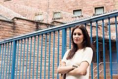 Sig.na Her Imprisoned Boyfriend della giovane donna immagine stock libera da diritti