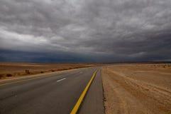Siga a linha amarela estrada Imagem de Stock