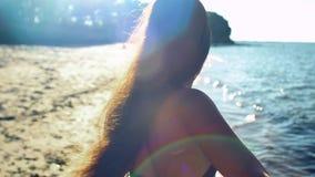 Siga-me na praia video estoque