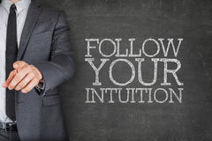 Siga sua intuição no quadro-negro com Imagens de Stock