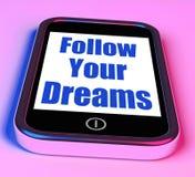 Siga sus sueños en la ambición Desire Future Dream de los medios del teléfono Imagen de archivo libre de regalías