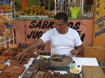 Sigaar die in Mexico maakt Stock Afbeeldingen