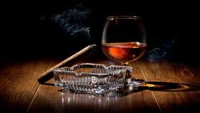 Sigaar en Cognac royalty-vrije stock afbeeldingen