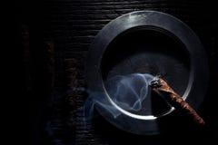 Sigaren in schaduwen Royalty-vrije Stock Afbeeldingen