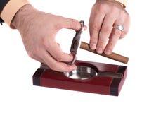 Sigarenasbakje met sigaren en snijder Stock Foto