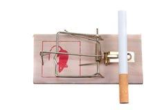 Sigaret op een muisval royalty-vrije stock foto