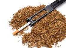 Sigaret rollende machine en lege sigaretbuis en tabak Royalty-vrije Stock Afbeelding