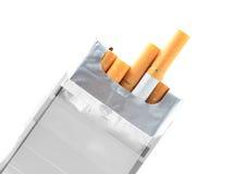 Sigaretpak op wit wordt geïsoleerd dat Royalty-vrije Stock Foto's