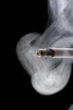 Sigaretta di fumo Immagine Stock