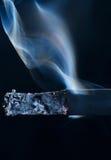 Sigaretta di fumo Fotografie Stock