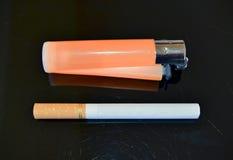 Sigaretta ed accendino Fotografia Stock Libera da Diritti