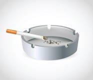 Sigaretta in portacenere Fotografia Stock Libera da Diritti