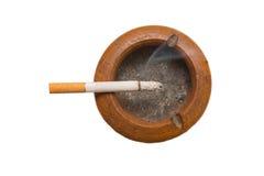Sigaretta sul portacenere Fotografia Stock Libera da Diritti