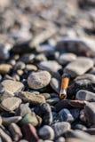 Sigaretta sulla spiaggia Immagini Stock Libere da Diritti
