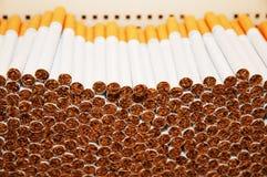 Sigarette di fumo in una pila Fotografia Stock Libera da Diritti