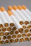 Sigarette, fumanti Immagine Stock