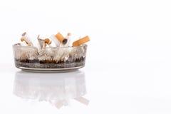 Sigarette in un portacenere Fotografia Stock Libera da Diritti