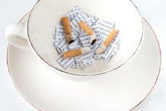 Sigaretten, DNA en koffie stock afbeeldingen