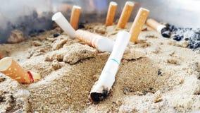 Sigaretten en asbakje Royalty-vrije Stock Afbeeldingen