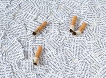 Sigaretten en DNA royalty-vrije stock afbeeldingen