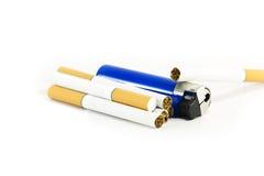 Sigaretten en een aansteker Royalty-vrije Stock Afbeeldingen