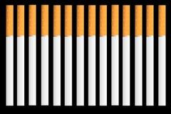 Sigaretten op zwarte achtergrond vector illustratie