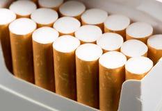 Sigaretten in pak stock fotografie