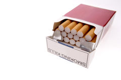 Sigaretten in pak stock foto