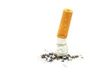 Sigaretuiteinden. Einde het roken concept stock afbeelding