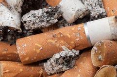 Sigaretuiteinden en as Stock Fotografie