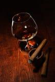 Sigaro e cognac immagini stock libere da diritti