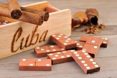 Sigaro e gioco di domino Immagini Stock Libere da Diritti