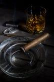 Sigaro e whiskey Immagini Stock