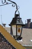 Sighisoara -在老城市街道的轻的灯  免版税库存照片