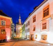 Sighisoara nella Transilvania alla notte Immagini Stock