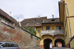 Sighisoara, Roemenië, 24 juni 2016: Muur van de Citadel van de Middeleeuwse Stad Sighisoara in Roemenië Stock Foto's