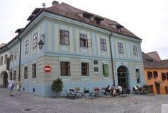 Sighisoara, Roemenië, 24 juni 2016: Vestingsbinnenplaats van de Middeleeuwse Stad Sighisoara in Roemenië Royalty-vrije Stock Afbeeldingen