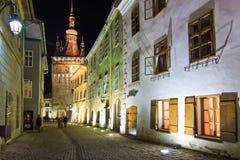 Sighisoara, a Transilvânia, Romênia, 2012: Casas coloridas no Fotos de Stock Royalty Free