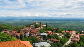 Sighnaghi, Georgia Una vista da sopra del paesaggio della città Lasso di tempo archivi video