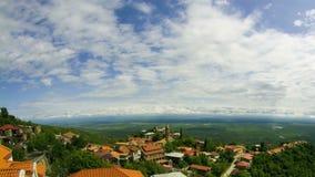 Sighnaghi, Georgia Una vista da sopra del paesaggio della città Lasso di tempo video d archivio