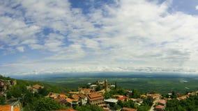 Sighnaghi, Georgia Vista panoramica sul paesaggio della città Timelapse archivi video
