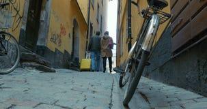 Sight på fötter i Europa stock video