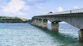 Sightseeing взгляд моста Kouri с голубым небом Стоковые Изображения RF
