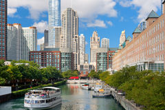 Sightseeing boat on the Chicago river Royalty Free Stock Photography