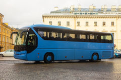 Sightseeing bus in city Royalty Free Stock Images