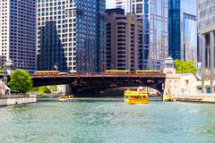 Sightseeing on Chicago River. Chicago, USA - May 24, 2014: Wabash Avenue Bridge in Downtown seen from Chicago river with sightseeing boats and skyscrapers in the Royalty Free Stock Photos