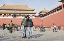 Sightseeing couple Royalty Free Stock Photos